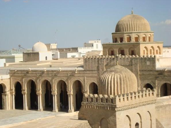 Bнутренний двор Мечети Сиди Окба